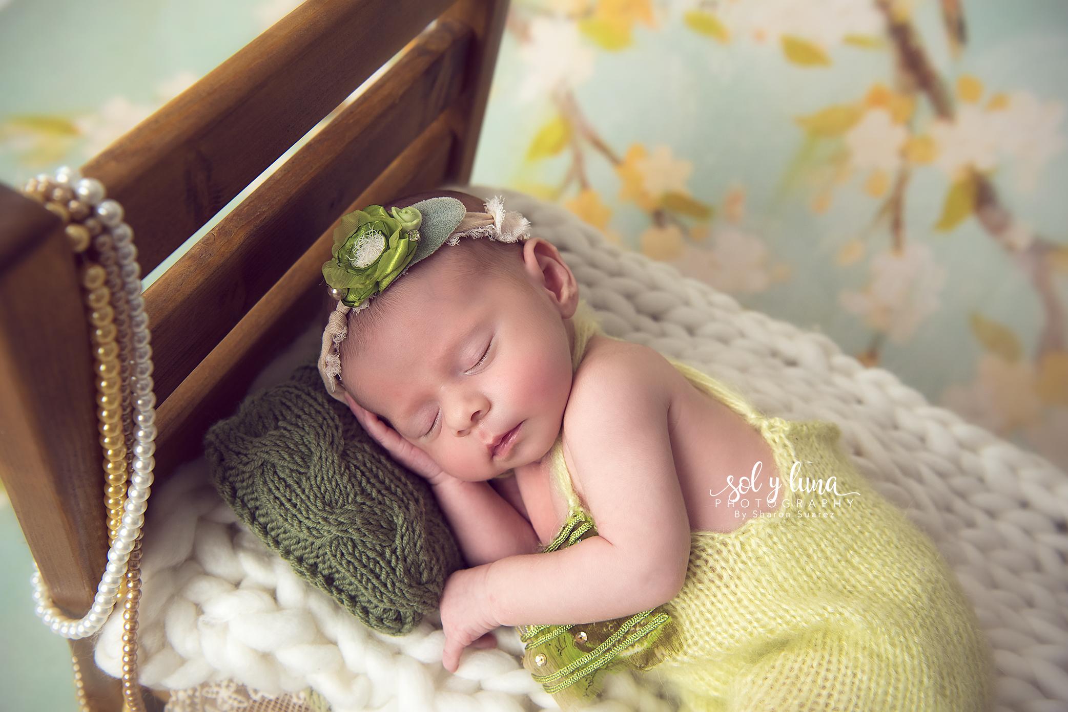Babyfotoshooting kleines Bett