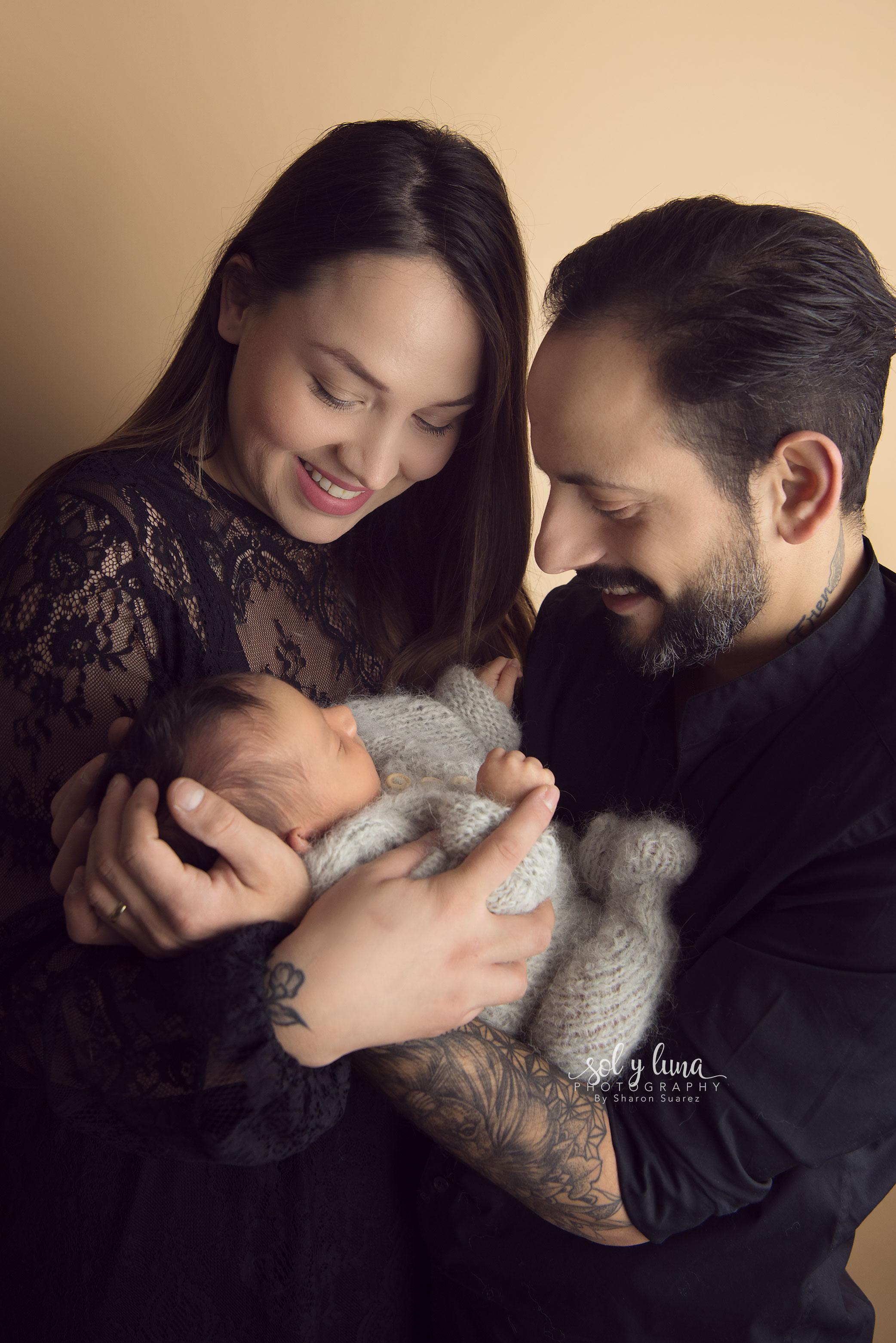 Newborn Fotoshooting Familie Bilder